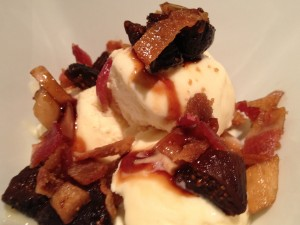 Mission figs, apples, maple syrup brown sugar sauce, candied bacon & vanilla ice cream cream 4
